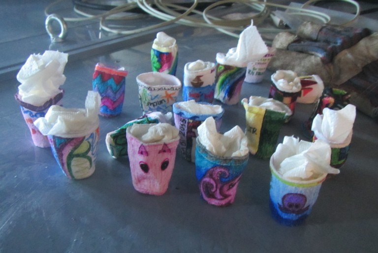 Decorated Styrofoam cups brought down to 4000 meters deep become doll-sized due to the efects of pressure (the paper towels inside are helping them retain their shape until they dry).