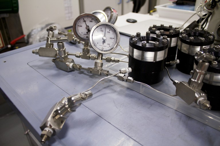 High-pressure vessels for symbiont escape experiments.